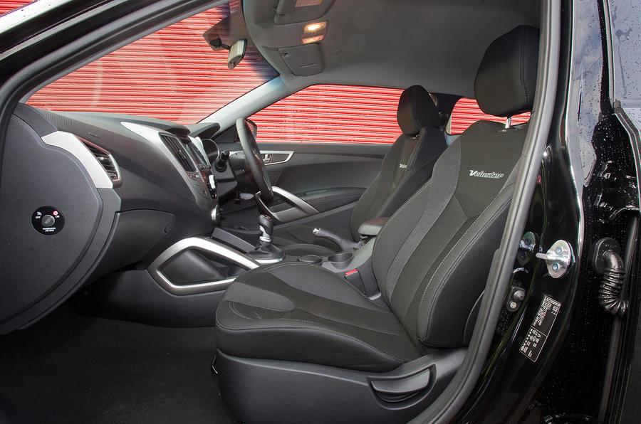 Hyundai Veolster front seats