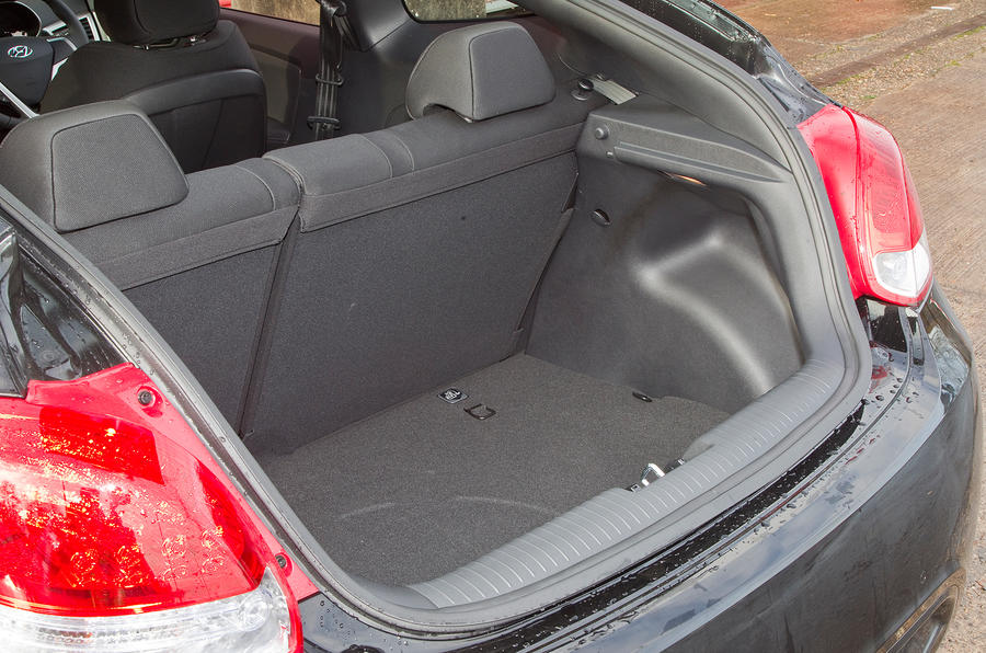 Hyundai Veloster boot space