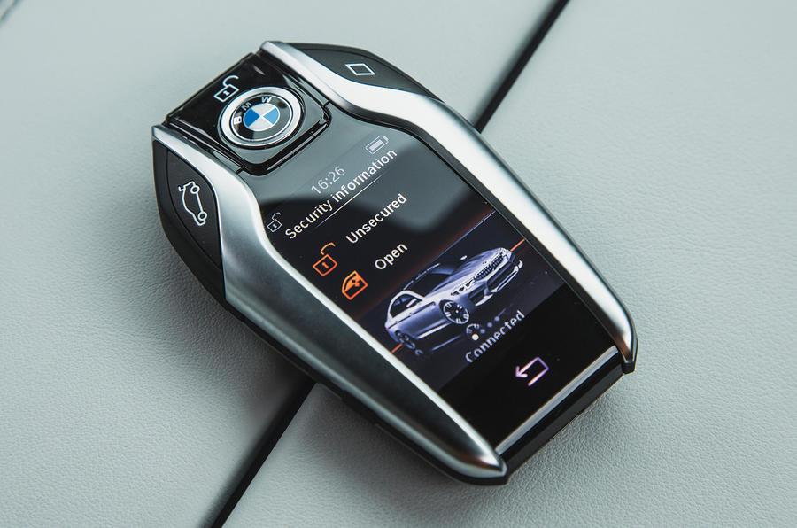 BMW M5 2018 long-term review display key