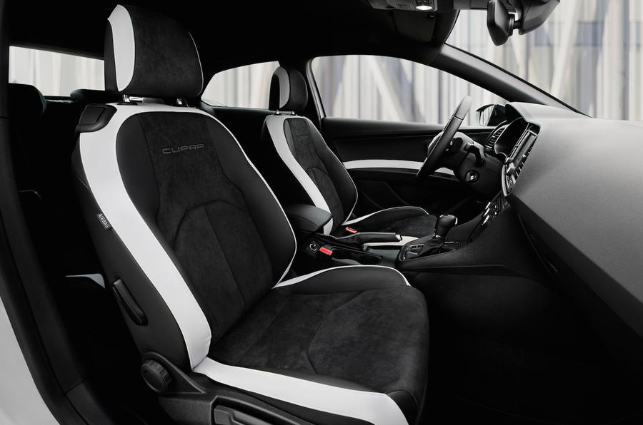 Seat Leon Cupra 290 front seats
