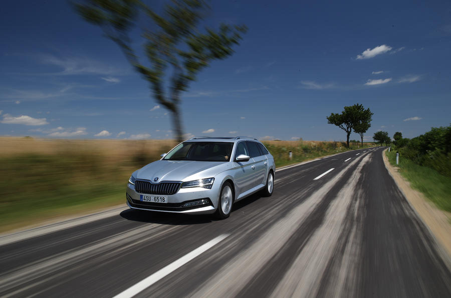 Skoda superb front action