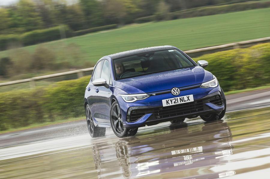 1 Volkswagen Golf R performance pack 2021 UE FD hero front