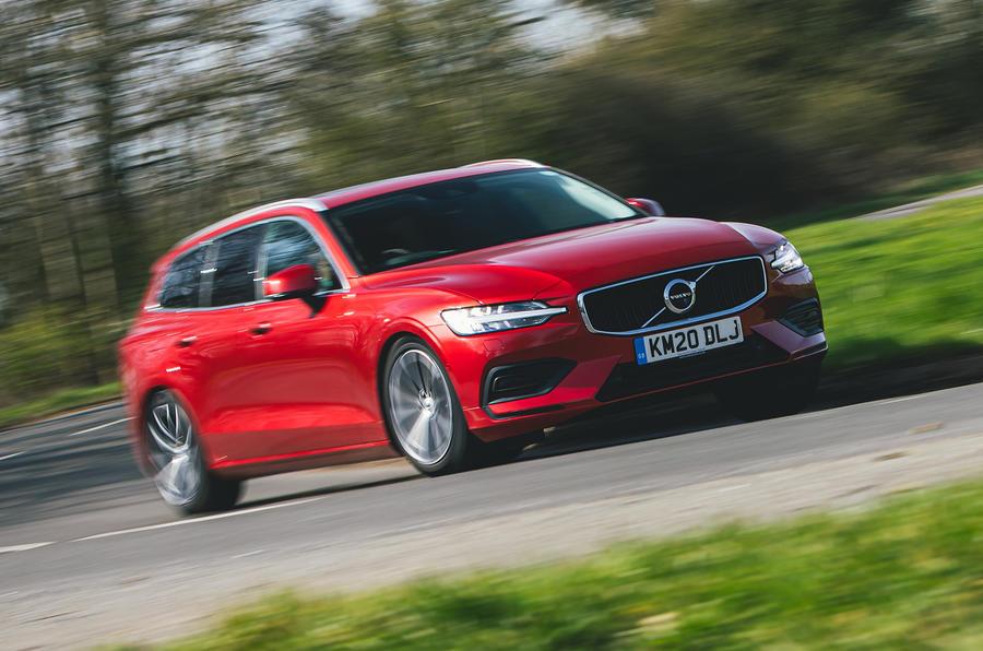 1 Volvo V60 B3 Momentum 2021 UE : essai avant héros