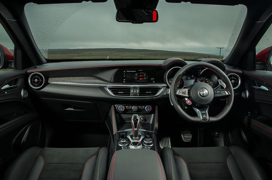 Alfa Romeo Stelvio Quadrifoglio 2020 : premier bilan de la conduite au Royaume-Uni - tableau de bord
