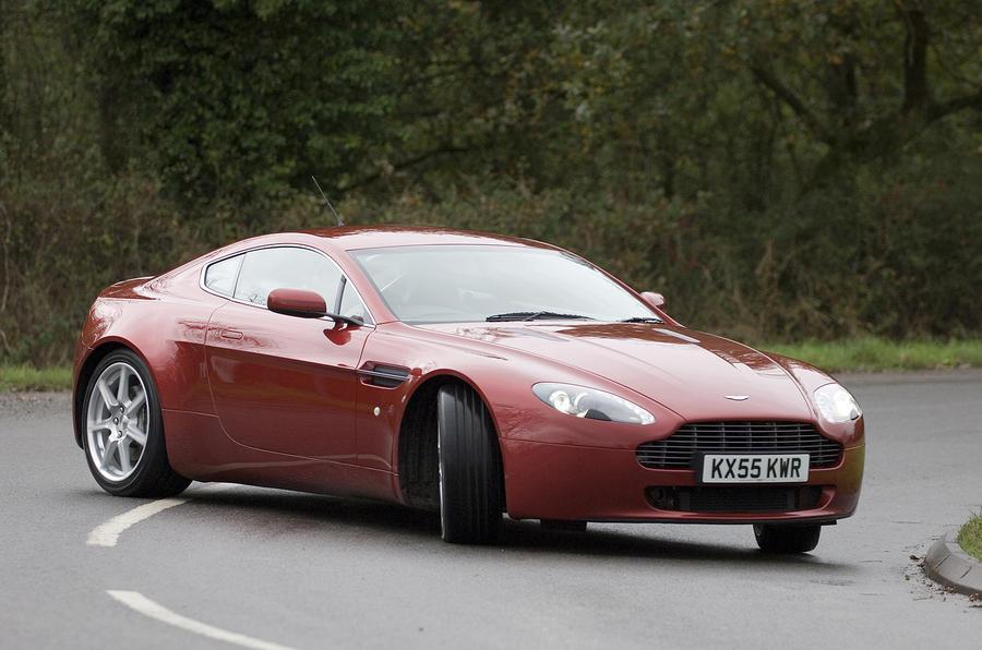 Aston Martin V8 Vantage 2005 - tracking front