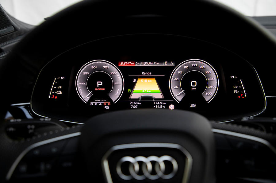 Audi Q7 TFSI e 2019 first drive review - instruments