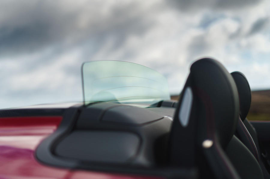 Audi R8 Spyder 2019 UK first drive review - wind deflector