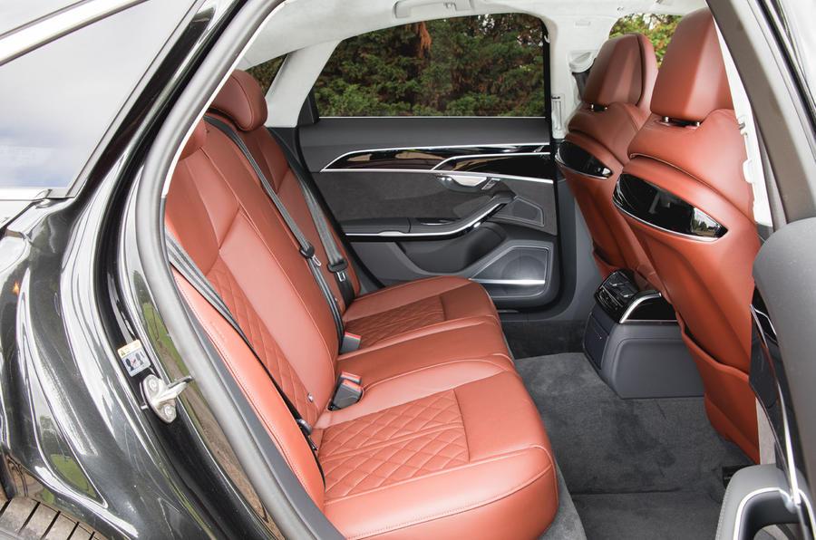 Audi S8 2020 : premier examen de conduite au Royaume-Uni - sièges arrière