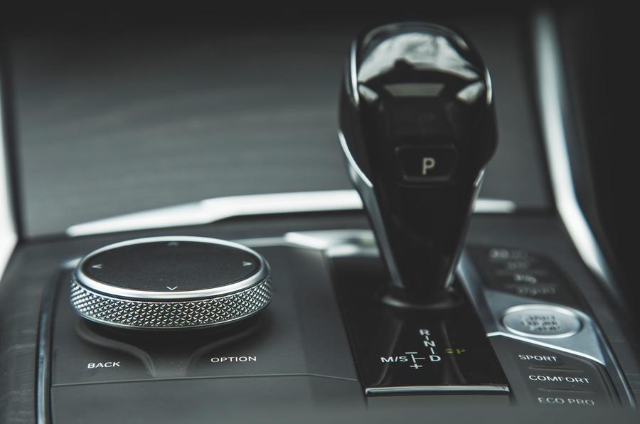 BMW 3 Series 330i 2019 UK review - iDrive controls