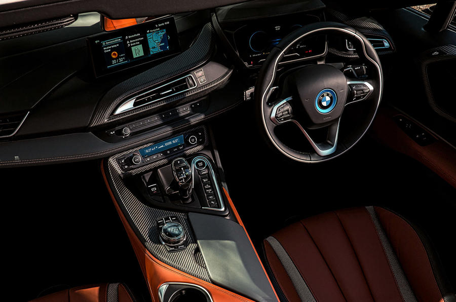 BMW i8 Roadster 2018 UK first drive review - centre console