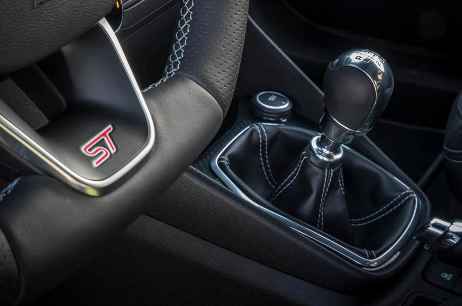 Ford Fiesta ST 2018 review gearstick