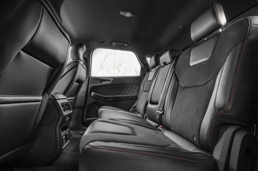Ford Focus Active 2019 đánh giá ổ đĩa đầu tiên - hàng ghế sau