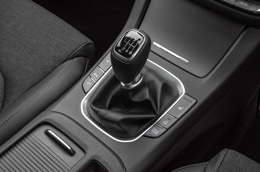 Hyundai i30 2020 UK first drive review - gearstick