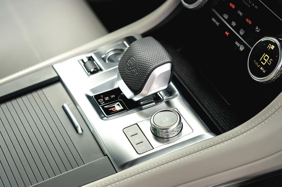 10 Jaguar F Pace SVR 2021 : première console centrale d'examen de conduite au Royaume-Uni