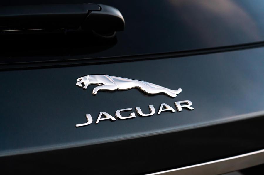 10 Jaguar XF Sportbrake P250 2021 UE : revue du badge arrière