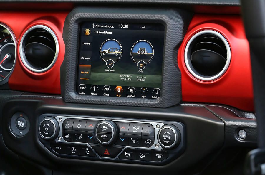 Jeep Wrangler Rubicon 2dr 2018 first drive review infotainment