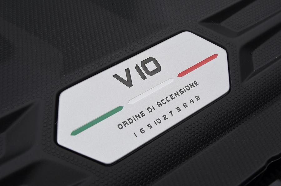 10-lamborghini-huracan-evo-uk-fd-2019-engine-badge