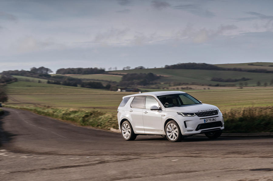 10 Land Rover Discovery P300e 2021 UE FD en virage
