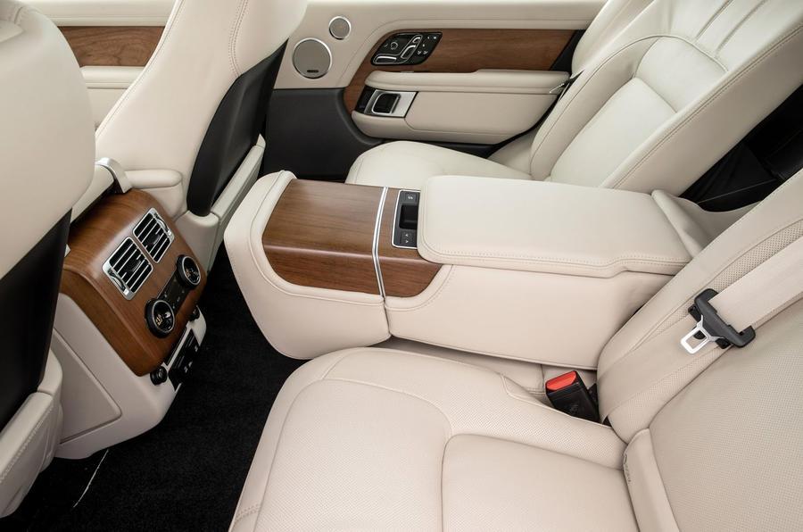 Land Rover Range Rover D300 2020 : premier bilan de conduite au Royaume-Uni - sièges arrière