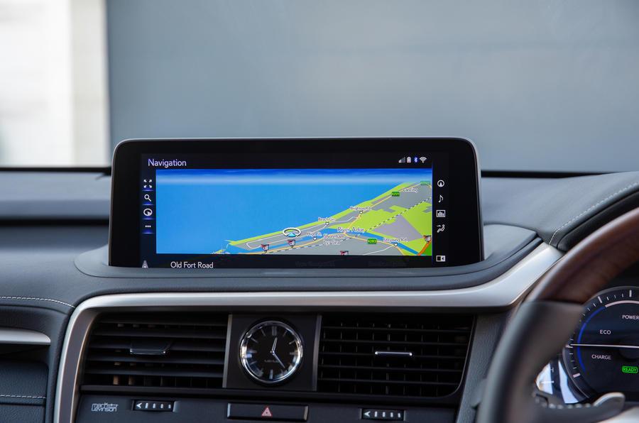 10 Lexus RX 450h L 2021 UE FD infotainment