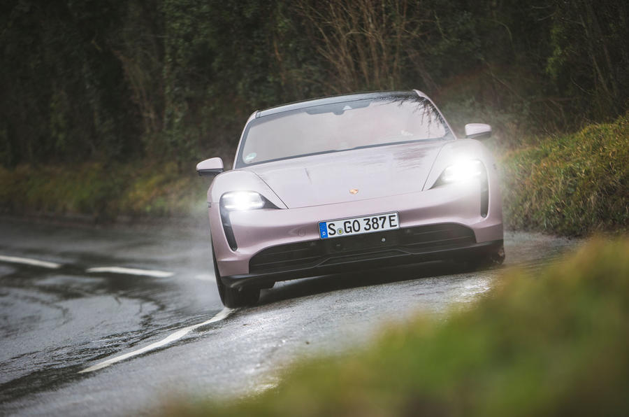 10 Porsche Taycan RWD 2021 : premier examen de conduite sur la route au Royaume-Uni