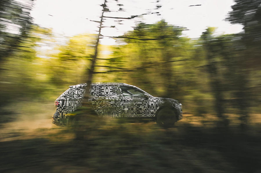 Seat Tarraco Prototype first drive 2018 on the road trees