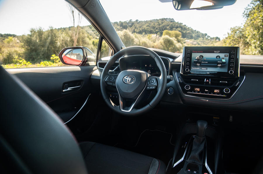 Toyota Corolla hybrid hatchback 2019 first drive review - cabin