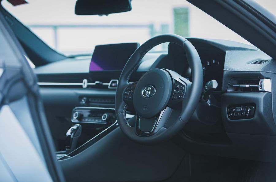 10 Toyota GR Supra 2 litres 2021 Première cabine d'examen de conduite au Royaume-Uni