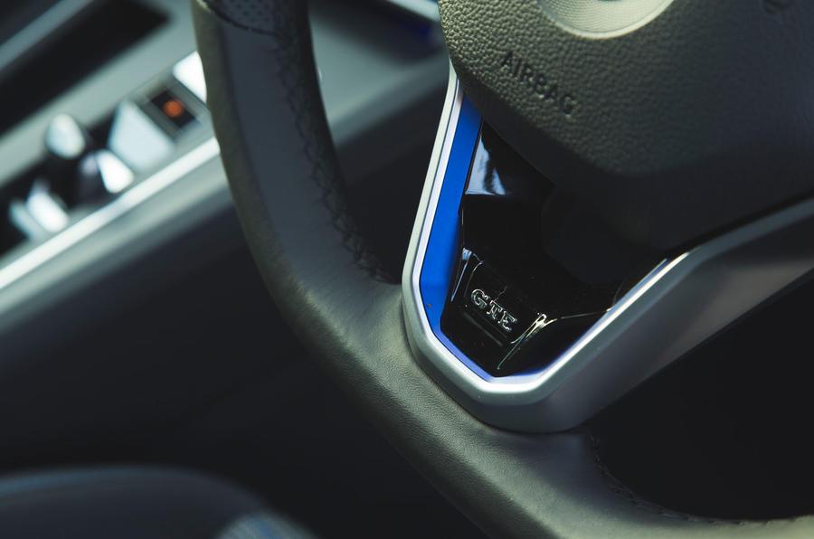 Volkswagen Golf GTE 2020 : premier bilan de conduite au Royaume-Uni - volant