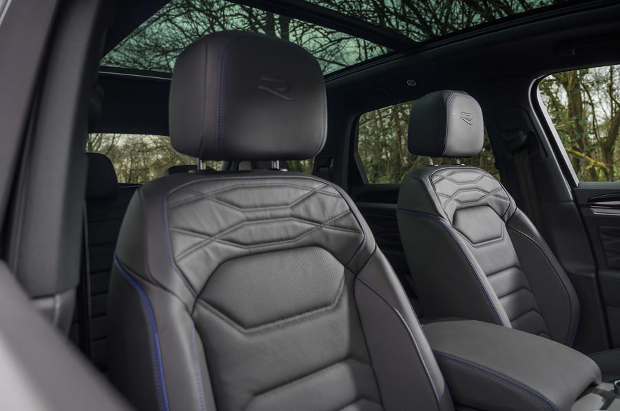 10 Volkswagen Touareg R eHybrid 2021 UE essai en première mondiale sièges avant