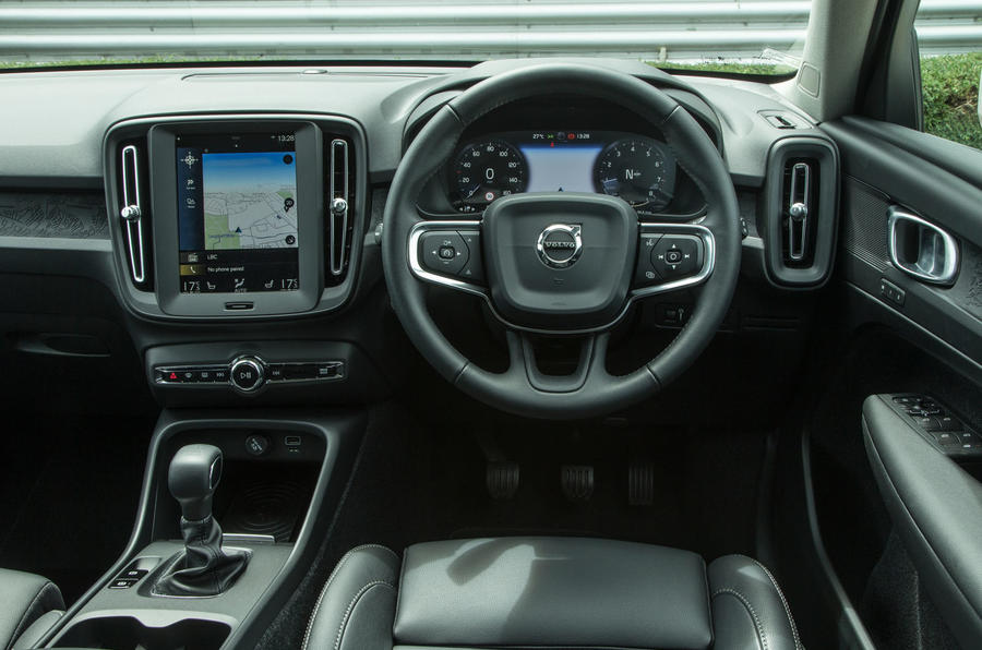 Volvo XC40 T3 2018 first drive review dashboard