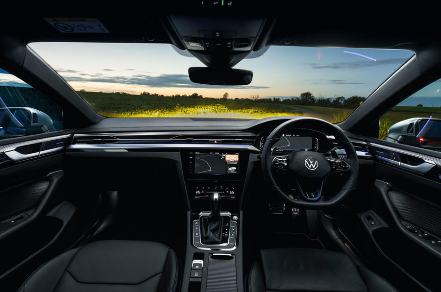 10 VW arteon R Shooting Brake 2021 UE FD tableau de bord
