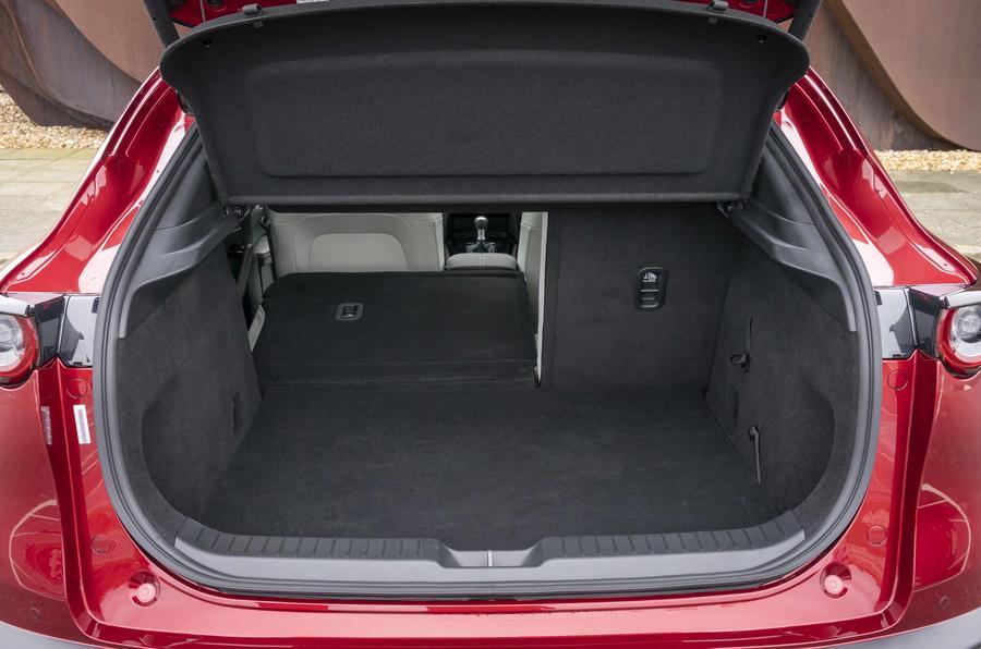 10 Mazda CX 30 Skyactiv X coffre à bagages