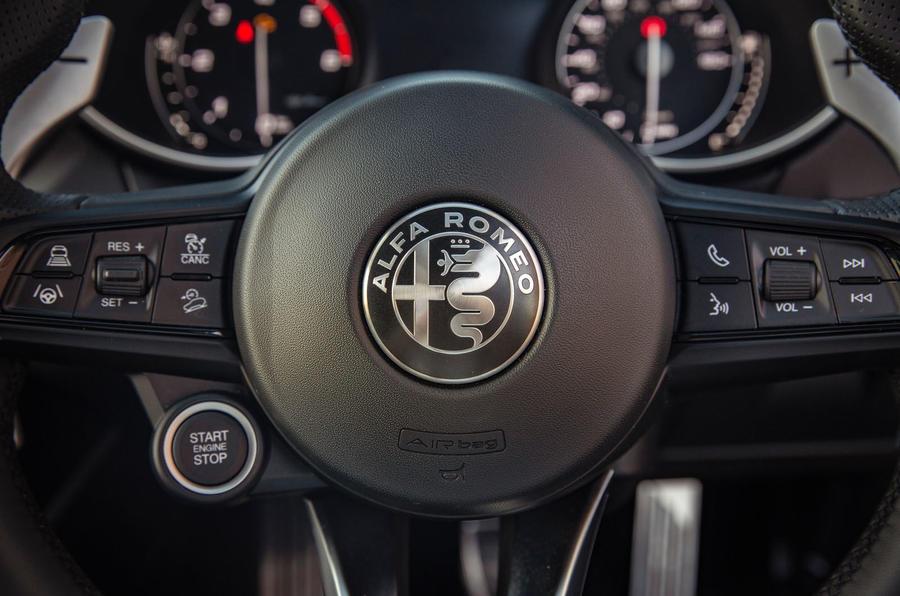 Alfa Romeo Stelvio Sprint 2020 : premier bilan de conduite au Royaume-Uni - volant