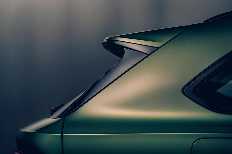 Bentley Bentayga facelift - rear fin