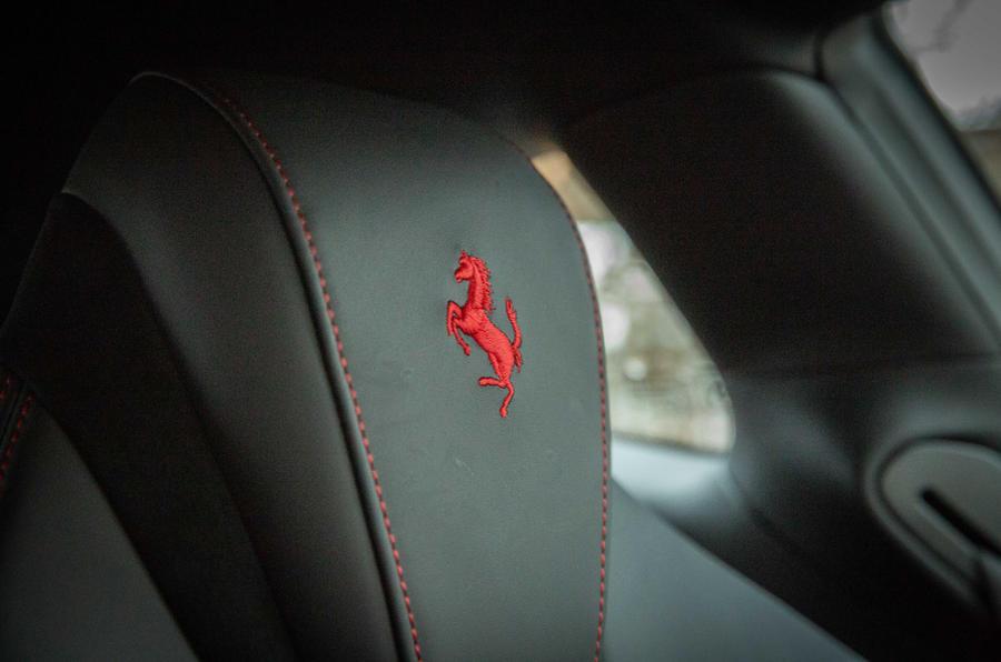 Ferrari Roma 2021 : premier examen de conduite au Royaume-Uni - détails des sièges