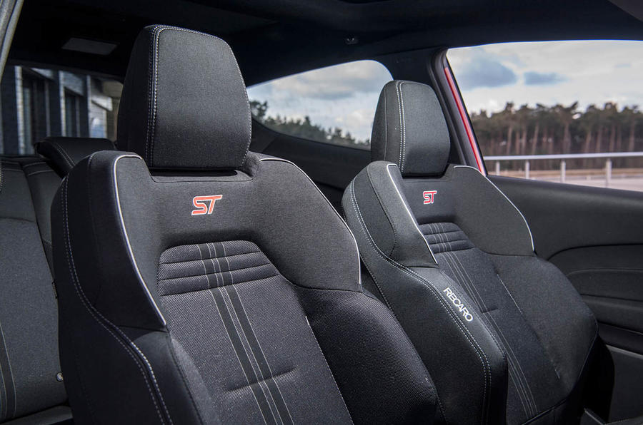Ford Fiesta ST 2018 review front seats