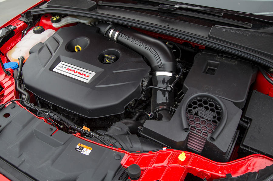 Ford Focus RS Race Red Edition engine