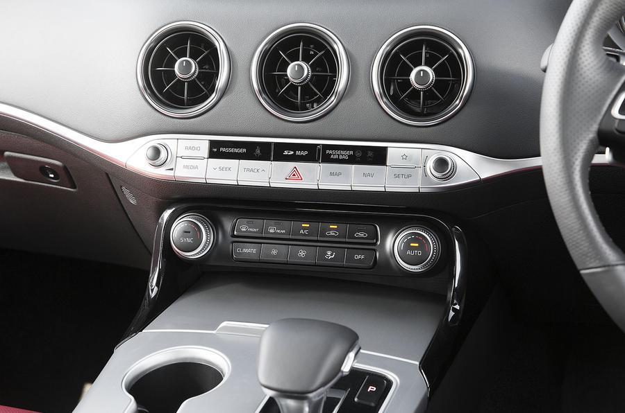 Kia Stinger 2.2 CRDi 2018 UK review climate control