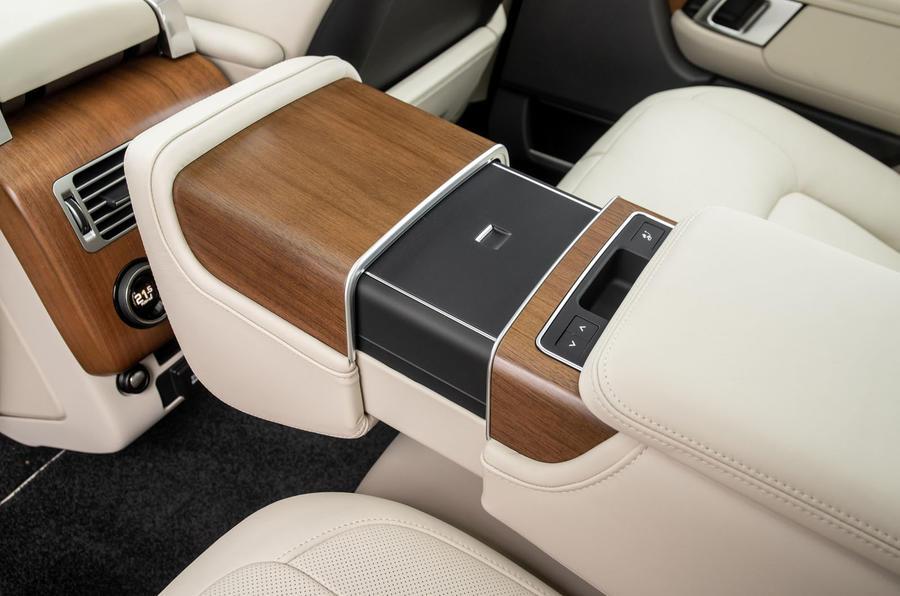Land Rover Range Rover D300 2020 : premier bilan de conduite au Royaume-Uni - console arrière