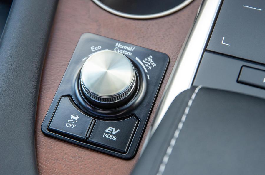 11 Lexus RX 450h L 2021 UE FD console centrale
