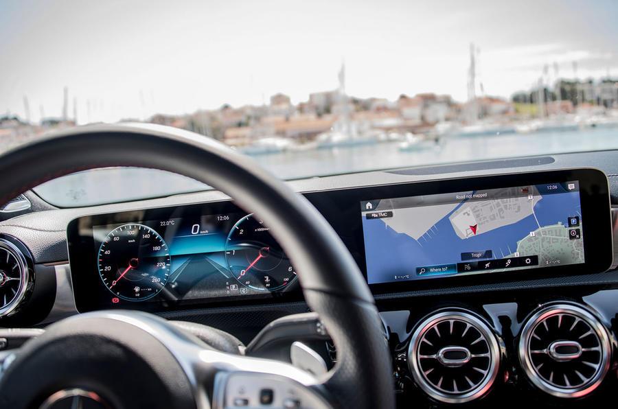 Mercedes-Benz A-Class A180D instrument cluster