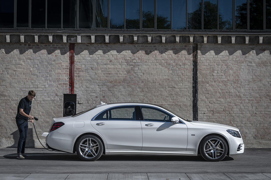Mercedes-Benz S-Class S560e 2018 first drive review - charging