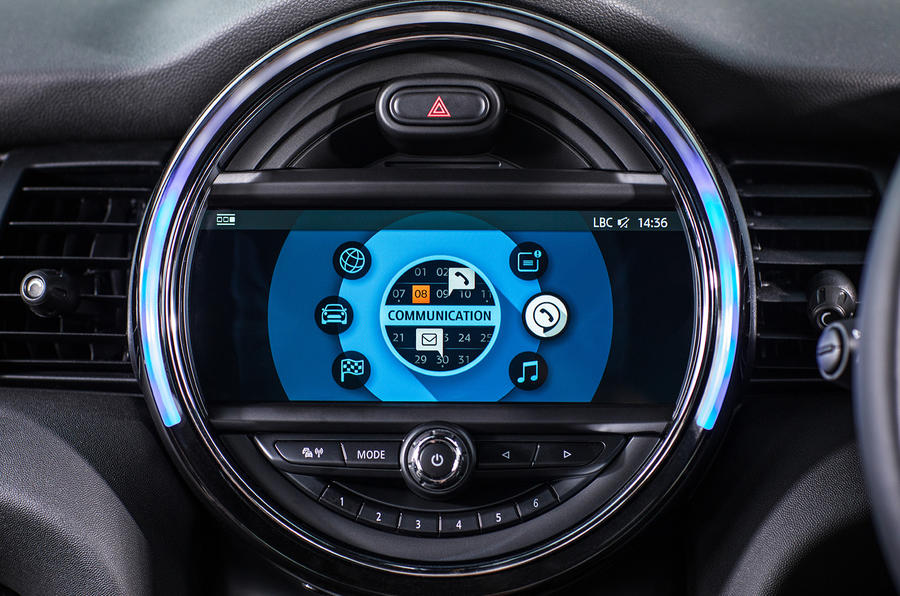 Mini Cooper 5dr 2018 UK review infotainment