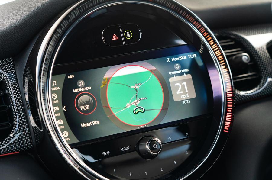 11 Mini Cooper S 2021 UE FD infotainment
