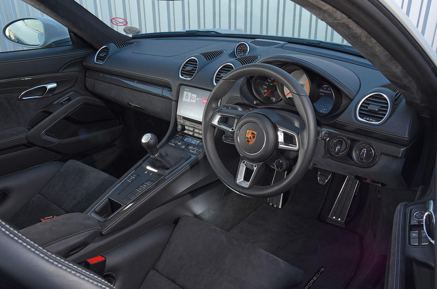Porsche 718 Cayman GTS 2018 UK review dashboard