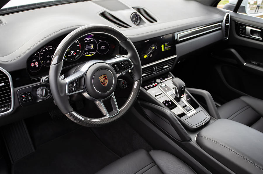 Porsche Cayenne E-Hybrid 2018 review dashboard
