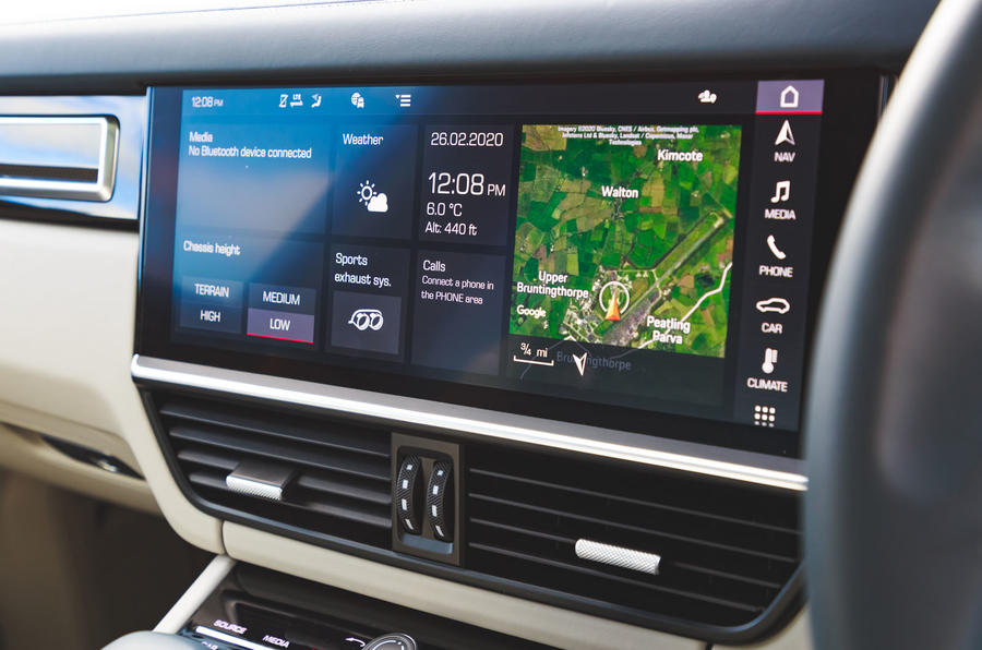 Porsche Cayenne Turbo S E-Hybrid 2020 UK first drive review - touchscreen
