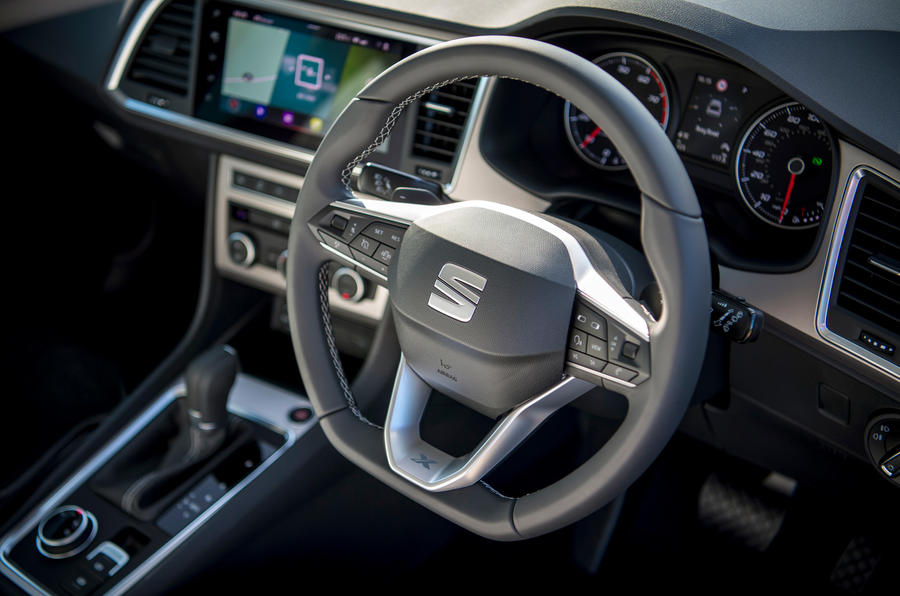 Siège Ateca Xperience 2020 : premier examen de conduite au Royaume-Uni - volant