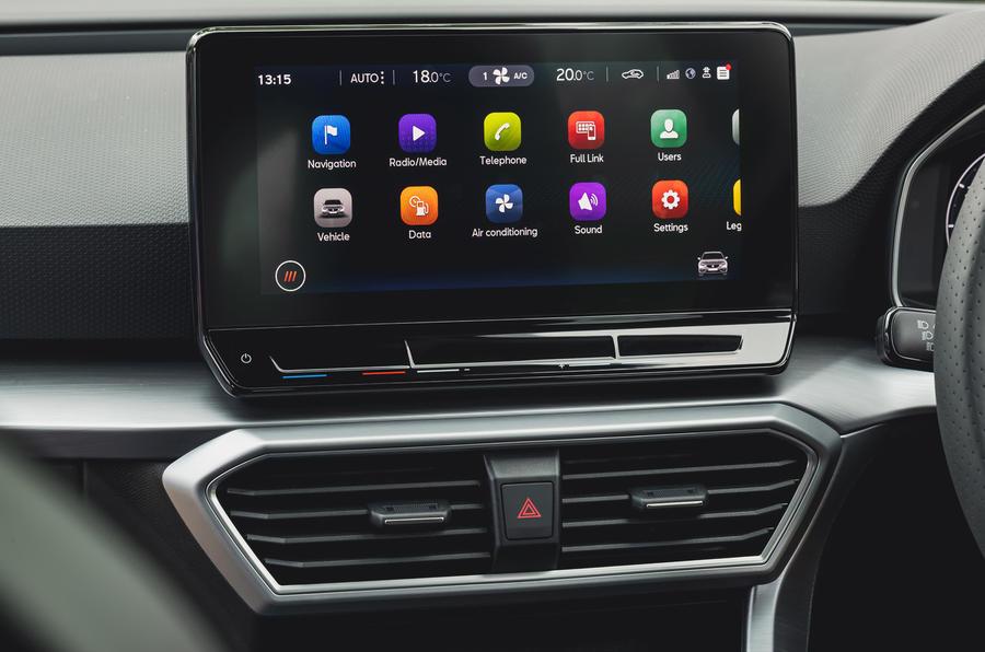 11 chỗ ngồi Leon Estate FR 2021 Đánh giá thông tin giải trí lái xe đầu tiên của Vương quốc Anh